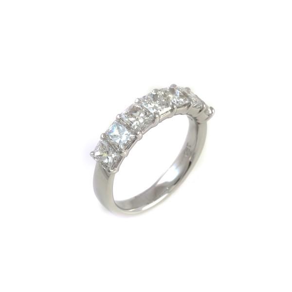 67a11d90744 Meia Aliança em Ouro branco 18k com 7 Diamantes Princess - Patricia  Centurion